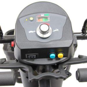 vista de panel de mando de scooter dakar deportivo con gran potencia